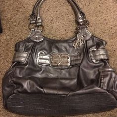 Sienna Ricchi purse Gently used and is in good condition. Very minor wear to the leather. Sienna Ricchi Bags Shoulder Bags