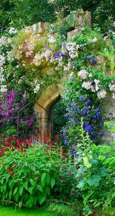 The Queen's Garden at Sudeley Castle in Gloucestershire, uncredited