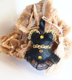 Porte-clés Corset Noir et Or , bijou de sac robe bustier similcuir noir , cadeau de NOEL pour elle : Autres bijoux par lacaudry-creation
