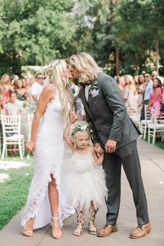 Wedding Photos Savannah Soutas and Cole LaBrant's Wedding Photos - Savannah Soutas and Cole LaBrant share a look into their Temecula, California wedding designed with a boho-rustic vibe. Savannah Soutas, Cole And Savannah, Wedding Kiss, Wedding Day, Wedding Favors, Summer Family Pictures, Wedding Family Photos, Celebrity Wedding Photos, Sav And Cole