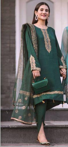 Fancy Dress Design, Bridal Dress Design, Beautiful Dress Designs, Stylish Dress Designs, Simple Pakistani Dresses, Pakistani Dress Design, Pakistani Fashion Party Wear, Pakistani Outfits, Punjabi Suits