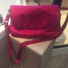 Pink Coach bag, excellent condition Excellent condition Coach Bags Crossbody Bags