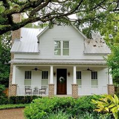 A low country farmhouse. Fun questions: If you could build your Dream home what style would it be? Southern Farmhouse, Country Farmhouse Decor, Farmhouse Style, White Farmhouse, Country Living, Build Your Dream Home, My Dream Home, Low Country Homes, Southern Homes
