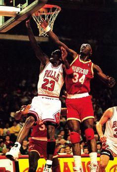 Michael Jordan and Hakeem Olajuwon - Houston Rockets Indoor Basketball Hoop, Rockets Basketball, Houston Basketball, Basketball Legends, Basketball Players, Basketball Floor, Basketball Shoes, Basketball Skills, Hakeem Olajuwon