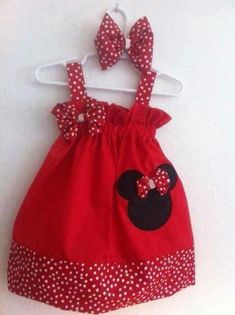 Minnie mouse dress with a matching puffy bow.I also do custome order can also embroider your child name at no extra charge This dress is cotton please convo me with any question!Minnie Mouse vestido con arco que empareja por en EtsyGirls Red Gingham Little Dresses, Little Girl Dresses, Sewing For Kids, Baby Sewing, Toddler Dress, Baby Dress, Minnie Dress, Fashion Kids, Kind Mode