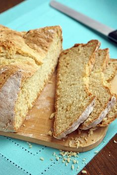 This traditional Irish Soda Bread recipe produces an easy and hearty loaf with a texture between a yeast bread and a biscuit. It is perfect for breakfast or for serving along side of a thick and hearty Irish stew. Brunch Recipes, Bread Recipes, Breakfast Recipes, Yummy Recipes, Pastry Recipes, Cooking Recipes, Traditional Irish Soda Bread, Delicious Desserts, Kitchens