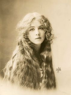 I don't know much about her, but she is lovely and reminds me of young Stockard Channing. Ione Bright, 1912.
