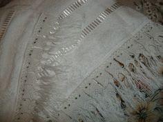 conjunto de toalhas,com barrado em macramê, aceito encomendas,inesmoreira60@hotmail.com