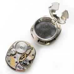 Reloj Gruen antiguo brazalete Steampunk botón cubre de Antige en Etsy https://www.etsy.com/es/listing/251917634/reloj-gruen-antiguo-brazalete-steampunk