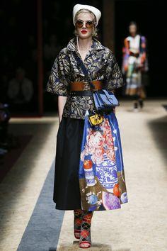 The complete Prada Fall 2016 Ready-to-Wear fashion show now on Vogue Runway. Fall Fashion 2016, Autumn Winter Fashion, Runway Fashion, High Fashion, Fashion Show, Fashion Outfits, Womens Fashion, Fall Winter, Milan Fashion