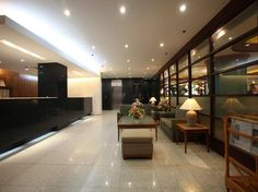 Sunny Bay Suites  Sunny Bay Suites en Manila (Filipinas)  Hotel Ranking : 6.7  Sunny Bay Suites de 3 estrellas es ideal tanto para viaje de negocios o de vacaciones. El hotel ofrece un alto estndar de servicio y las comodidades para satisfacer las necesidades particulares de los viajeros. Los huspedes pueden disfrutar aqu de Wi-Fi gratis en las habitaciones servicio de recepcin 24h Wi-Fi en zonas comunes parking servicio de habitaciones. Algunas de las habitaciones cuentan con internet wifi…