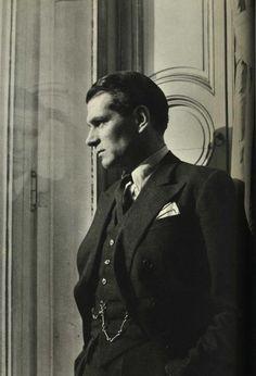Laurence Olivier.