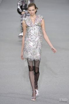 Photo feat. Karlie Kloss - Chanel - Spring/Summer 2009 Ready-to-Wear - paris - Fashion Show | Brands | The FMD #lovefmd