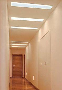 Rasgos de luz no corredor