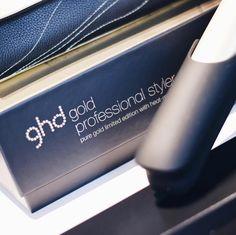 Die neue #LimitedEdition von @ghdhair_at ist so schön ✨ schwarz-gold super edel ❤️ www.bibifashionable.at 📱📄💻 #bibifashionable #ghdaustria #ghd #hairstyle #goodhairday #presseevent #hair