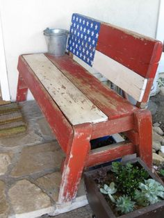 cute americana bench - want soooo bad. Especially to accompany the pallet Americana flag! Old Pallets, Recycled Pallets, Patriotic Crafts, Patriotic Decorations, Painted Furniture, Diy Furniture, Playhouse Furniture, Pallet Playhouse, Gardens
