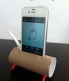 Altavoz para el móvil con un rollo de papel higiénico