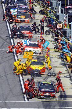 Daytona 500 Pit stop at the Daytona Related posts:kicking it'Ford Mustang Built for Speed T-Shirt Old School iRacing: Denny Hamlin wins virtual race at Homestead Nascar Crash, Nascar Race Cars, Indy Cars, Nascar Daytona, Daytona 500, Daytona Beach, Stock Car, Ayrton Senna, Punisher