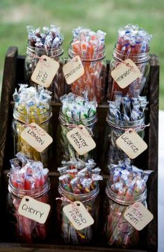 DIY candy bar with mason jars and our favorite candies growing up? Candy Bar Party, Candy Wedding Favors, Rustic Wedding Favors, Wedding Favors Cheap, Wedding Reception, Diy Wedding, Trendy Wedding, Wedding Candy Bars, Wedding Ideas