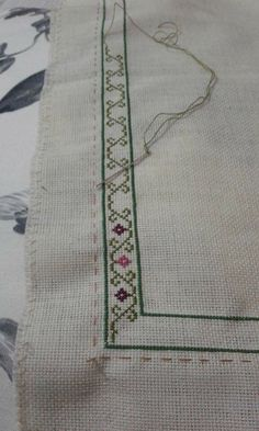 ponto reto - toalhabordado bargello o florentino ile ilgili görsel sonucu Cross Stitch Boarders, Butterfly Cross Stitch, Cross Stitch Pillow, Cross Stitch Needles, Cross Stitch Flowers, Modern Cross Stitch, Cross Stitch Designs, Cross Stitching, Cross Stitch Patterns