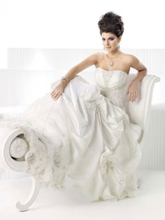 Fashionable A-line natural waist satin wedding dress