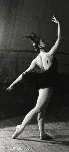Maya Plisetskaya as Odile in 'Swan Lake'. #Ballet_beautie  #sur_les_pointes  * Ballet_beautie, sur_les_pointes *