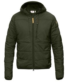 Lightweight, pliant and packable reinforcement jacket in polyester with synthetic padding. Fixed hood, one chest pocket with zipper and two hand pockets. •Lightweight insulation jacket that can be wor