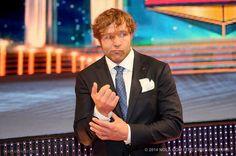 Dean lookin' snazzy at The 2014 WWE HOF ;) love this guy Jonathan Lee, Wwe Tna, Dean Ambrose, Wwe Wrestlers, Wwe Superstars, Cute Guys, Picture Video, Curly Hair Styles, Wrestling