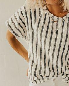 Gestreiftes Shirt. Leicht nach zu nähen.