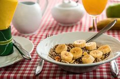 Do you want to get more fiber in your diet but youre unsure where to start? Then Ive got you covered with my new post the top 10 fiber rich foods. Learn just how nutritious these foods are and how they can help with your diet. Read more here --> Dieta Dash, Banana Benefits, Fiber Rich Foods, Dieta Detox, Low Fat Diets, Fad Diets, Weight Loss Tea, Losing Weight, How To Lose Weight Fast