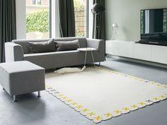 Wolvilt vloerkleed Kisses in de woonkamer. Design by Evelien Lulofs