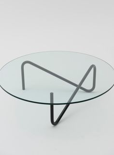 Center table made with one piece of steel pipe. Straight thin legs give a minimal look, yet it has a various expression by looking from different directions. TRICOM: TRI means 3, COM is from COMMOC. – DESIGN/ Shigeichiro Takeuchi (竹内 茂一郎) MATERIAL/Glass , Powder coated steel COLOR/Top:Clear glass Frame:Black, White, Green SIZE/φ:1000 x H:320 mm PRICE/ 55,000 Yen(Tax in 57,750 Yen), 610 USD