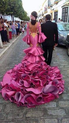 10 Things You Didn´t Know About Spanish Weddings Flamenco Costume, Flamenco Dancers, Flamenco Dresses, Evening Dresses, Formal Dresses, Wedding Dresses, Estilo Cowgirl, Spanish Dress, Spanish Wedding