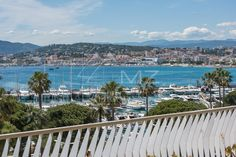 #Sale #Cannes #Croisette #Apartment #SeaView #FrenchRiviera #LuxuryRealEstate Michaël Zingraf Real Estate Christie's brings to you an apartment of more than 110 sqm with 3 ensuite bedrooms, located on Cannes La Croisette and enjoying a superb living room as well as a sunny terrace with views over the bay of Cannes. Secure residence with caretaker, garage in the basement and independent studio. Full story here: http://ow.ly/AbLJ307RSPX