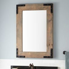 Деревянная рама для зеркала.