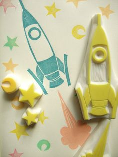 eraser stamp hand carved rubber stamps by talktothesun. rocket rubber stamp set includes 1 rocket stamp, 1 smoke stamp, 2 star stamps and 1 moon stamp. retro stamp series for boy's birthd Clay Stamps, Stamp Printing, Printing On Fabric, Eraser Stamp, Retro Rocket, Diy Rocket, Stamp Carving, Handmade Stamps, Handmade Art