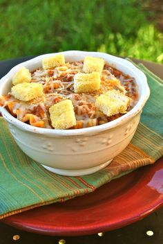 "Lasagna Soup - It was good. Tasted exactly like lasagna but was quicker to bring together. Not sure it would satisfy a ""lasagna craving"" though. Best part was the garlic croutons on top, why have I not thought to put those in soup before! I Love Food, Good Food, Yummy Food, Soup Recipes, Dinner Recipes, Cooking Recipes, Curried Lentil Soup, Lasagna Soup, Pasta"