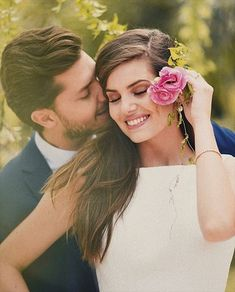 Camila Queiroz wore a midi length dress & Kleber Toledo a navy blue suit + skinny tie and struck adorable portrait poses on their civil wedding ceremony. Emerald Green Bridesmaid Dresses, Bridesmaid Dress Colors, Blue Bridesmaids, Wedding Fotos, Civil Wedding Dresses, Romantic Anniversary, Wedding Couple Poses Photography, Romantic Photos, Foto Pose