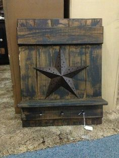 5 crafts you can do with our metal barn stars - Primitive Home Decors Build a Shed With Pallets - Hi Primitive Wood Crafts, Barn Wood Crafts, Barn Wood Projects, Primitive Homes, Rustic Crafts, Wooden Crafts, Country Primitive, Country Wood Crafts, Primitive Stars