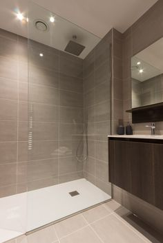 A modern central London apartment bathroom design. Fantastic design for Walk in shower. Apartment Bathroom Design, Bathroom Design Luxury, Bathroom Interior, Parisian Bathroom, Rental Bathroom, Bathroom Furniture, Small Bathroom With Shower, Walk In Shower, Bathroom Bin