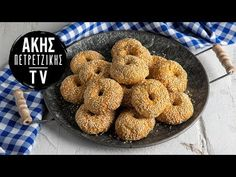 Greek olive oil and sesame cookies by the Greek chef Akis Petretzikis. A quick and easy recipe for the yummiest traditional olive oil cookies! Recipe For Sesame Cookies, My Favorite Food, Favorite Recipes, Greek Pastries, Mediterranean Breakfast, Orange Cookies, Greek Olives, Greek Cooking, Yummy Cookies