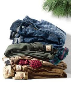 Crew men's flannel-lined cabin pants. Flannel-lined versions of our famous 770 chinos, cords and denim that feel as comfortable as wearing pj's under your pants. Flannel Lined Jeans, Mens Flannel Shirt, Mens Fashion Website, How To Wear Culottes, How To Wear Flannels, J Crew Men, Casual Chic Style, Casual Bags, Summer Shirts