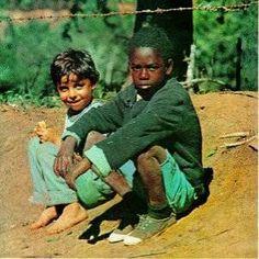 """""""Milton Nascimento est l'un des chanteurs et compositeurs brésiliens les plus reconnus sur la scène internationale. Il fait sutout de la Musique Populaire Brésilienne (MPB). Au début des années 70, Nascimento habite dans une pension de de Belo Horizonte,..."""