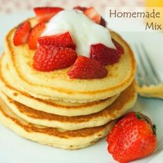 Homemade Pancake Mix Recipe - Homemade Pancake Mix – only 5 ingredients! Whip these up on rushed mornings and you can still ha - Baby Food Recipes, Whole Food Recipes, Cooking Recipes, Dessert Recipes, Desserts, What's For Breakfast, Breakfast Recipes, Breakfast Cereal, Homemade Pancakes