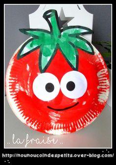 .. Une jolie fraise a partir d'une assiette en carton ..