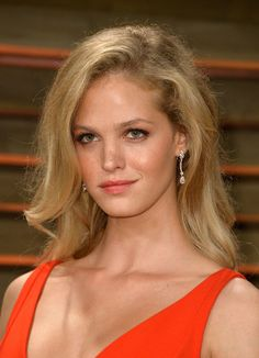 Erin Heatherton Long Side Part - Erin Heatherton wore her hair down in a mussed-up side-parted style during the Vanity Fair Oscar party. Julie Delpy, Paula Patton, Bernadette Peters, Toni Garrn, Erin Heatherton, Adriana Lima Victoria Secret, Victoria Secret Fashion, Victorias Secret Models, Rosie Huntington Whiteley