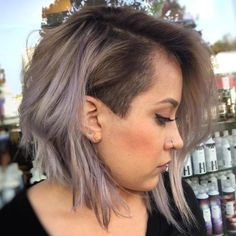 50 Women's Undercut Hairstyles to Make a Real Statement Long Bob With Temple Undercut – Farbige Haare Undercut Hairstyles Women, Undercut Styles, Short Hair Undercut, Undercut Women, Short Bob Hairstyles, Short Hair Cuts, Bob With Undercut, Haircut Short, Pixie Haircuts
