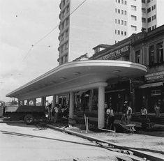 Obras da futura parada de bondes da praça João Mendes no início da década de 1940