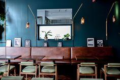 banquette restaurant avec F&Y crédit photo F&Y Modern Restaurant, Cafe Restaurant, Banquette Restaurant, Commercial Design, Interior And Exterior, Table, Banquettes, Furniture, Restaurants