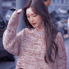 Kpop Girl Groups, Kpop Girls, Role Player, Kim Yerim, Red Velvet Irene, Seulgi, Jessie, Aesthetic Pictures, Turtle Neck